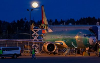 Boeing Reports 21% Drop in Earnings and Suspension of Share Buybacks