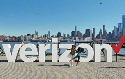 Verizon Communications Stock Falls as UBS Cuts Its Rating