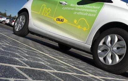 Francouzský experiment se solární silnicí skončil fiaskem a ČR podpoří nákup EV částkou 1.500 Kč