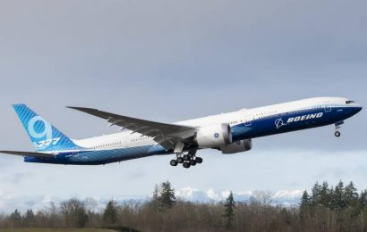 Boeing si vezme půjčku 12 miliard dolarů