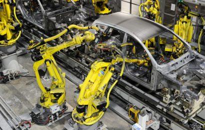 Odstávky připravily autoprůmysl o více než třetinu produkce