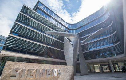 Čistý zisk skupiny Siemens klesl o 64%