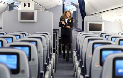 United Airlines Needs 3,000 Of Its 25,000 Flight Attendants