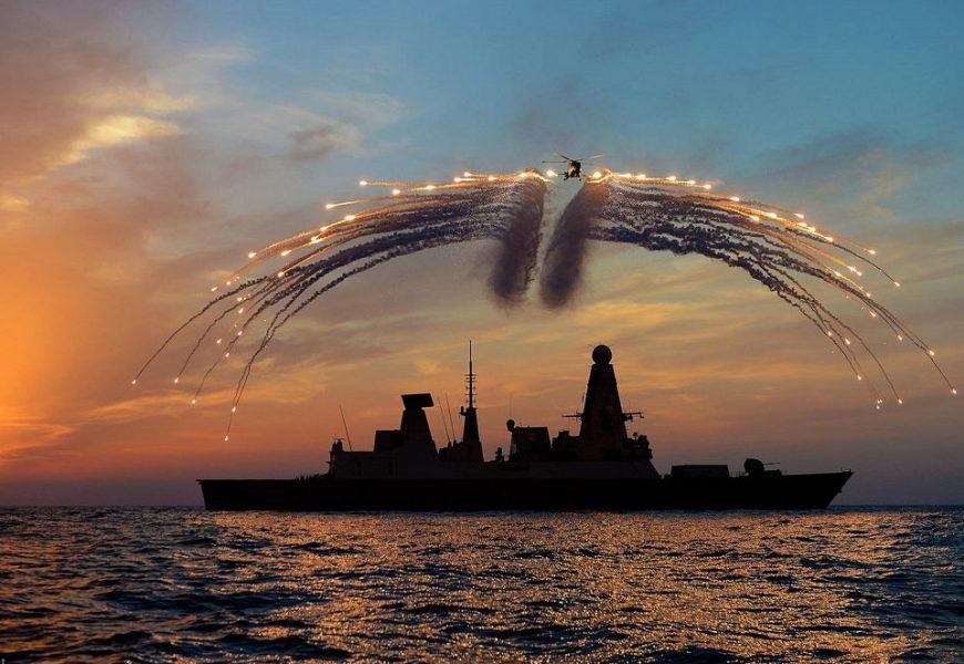Premiér Johnson potěšil zbrojní průmysl