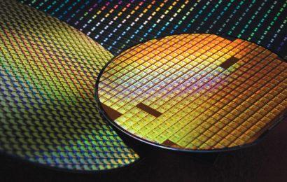 Výrobu aut po celém světě brzdí nedostatek čipů