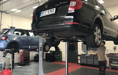 Autoservisy – předání auta pouze na chodníku