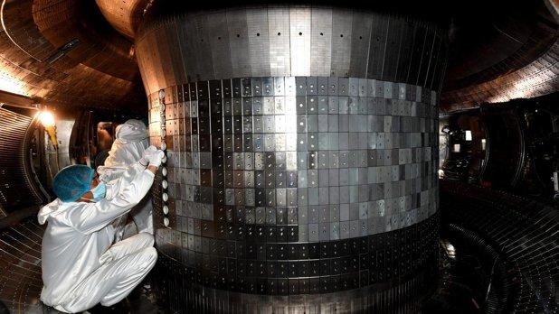 Čínský tokamak udržel teplotu 120 milionů °C