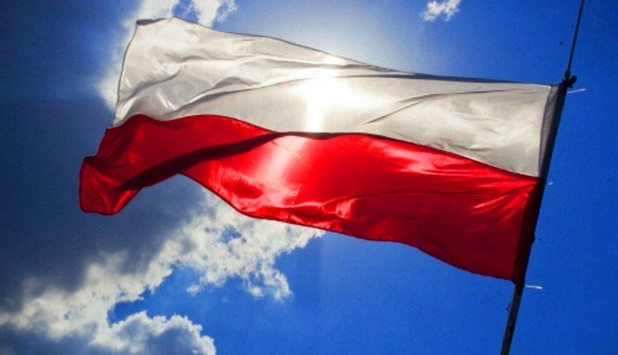 Polská vláda zvažuje daň z tržeb velkých korporací